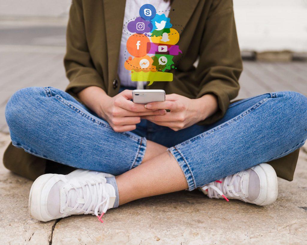 Social media - reason for peer pressure