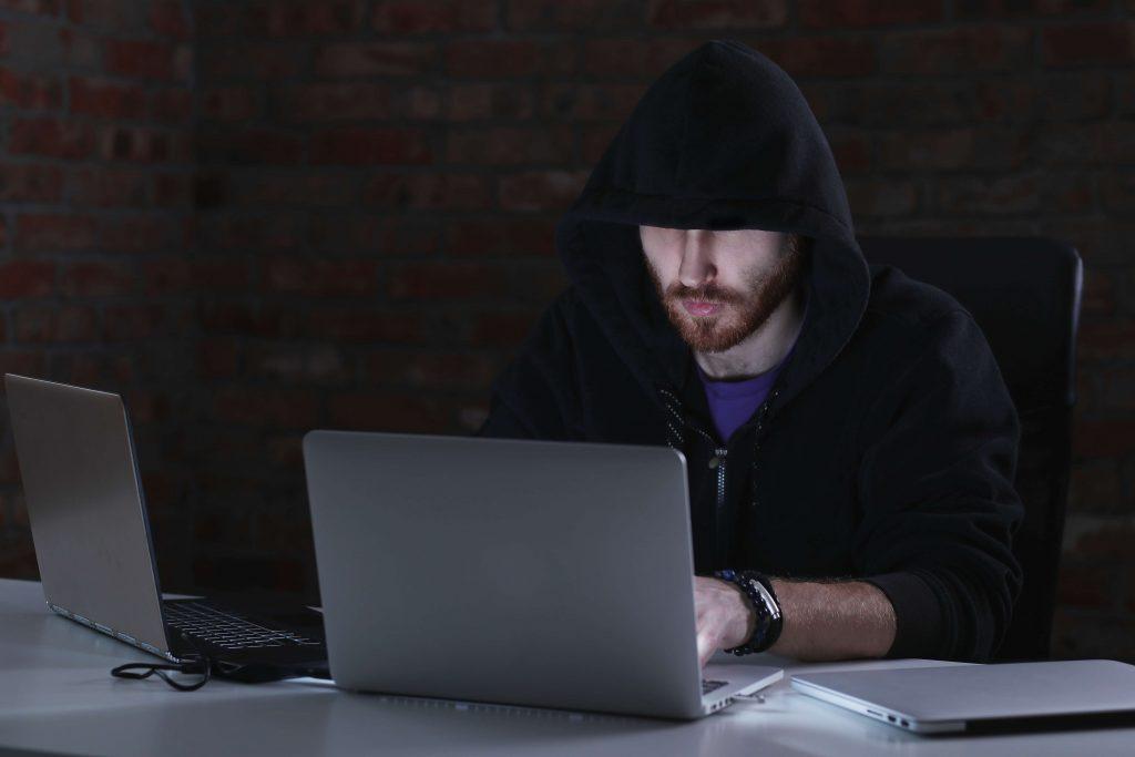 dangers of internet identity theft