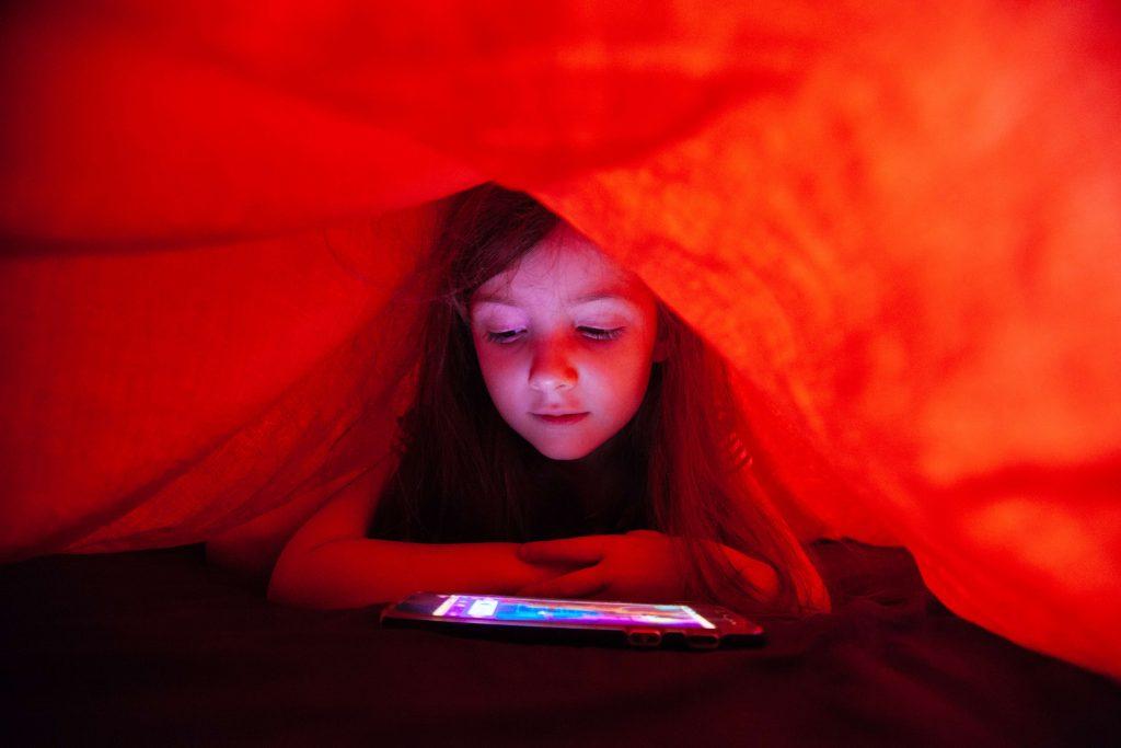 Công nghệ ảnh hưởng đến kỹ năng xã hội của con như thế nào?
