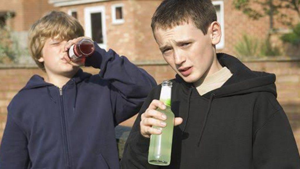 Uống rượu bia khi chưa đủ tuổi - từ lâu đã trở thành xu hướng