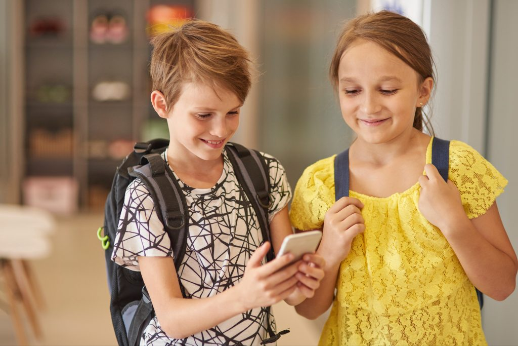 2 important updates of iOS 15 that parents MUST know - iOS 15 Child Safety